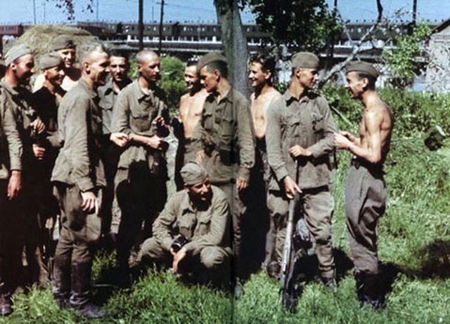 4 диверсанты перед выходом на задание в форме РККА