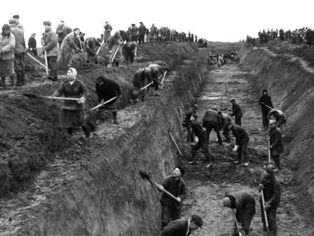 7 Горожане на строительстве Оборонительных рвов октябрь 1941