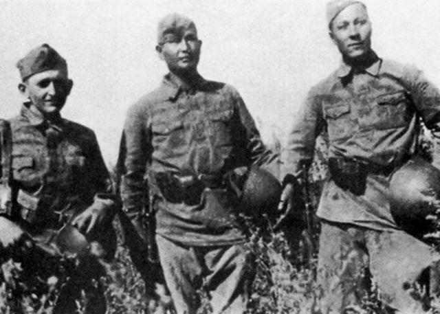 9 редкое фото диверсантов в красноармейской униформе