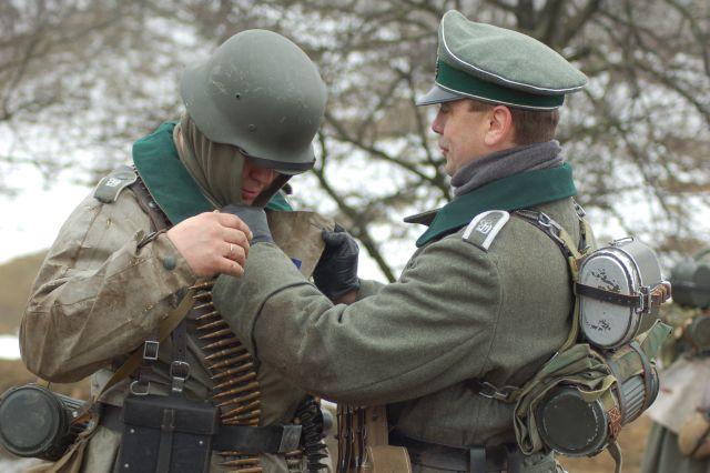 9 немецкие штурмовые части готовятся к атаке Реконструкция 2014