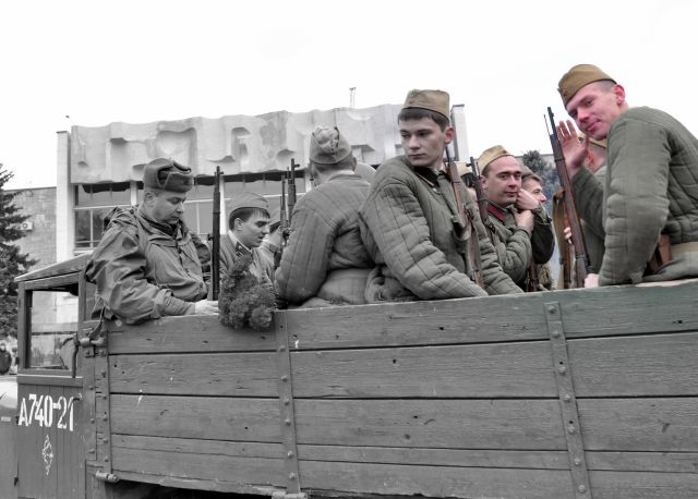 2 Отряд пехоты на улицах Ростова спустя 70-т лет