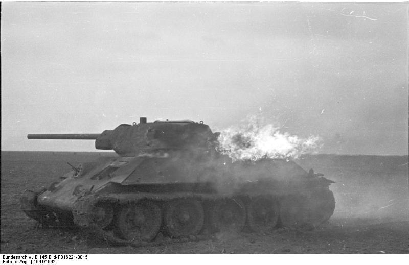 8 горящий Т-34 продолжает вести бой