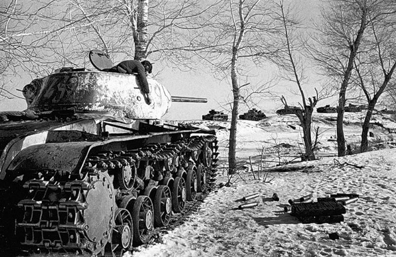 10 Наш танк уничтоживший вражескую колонну