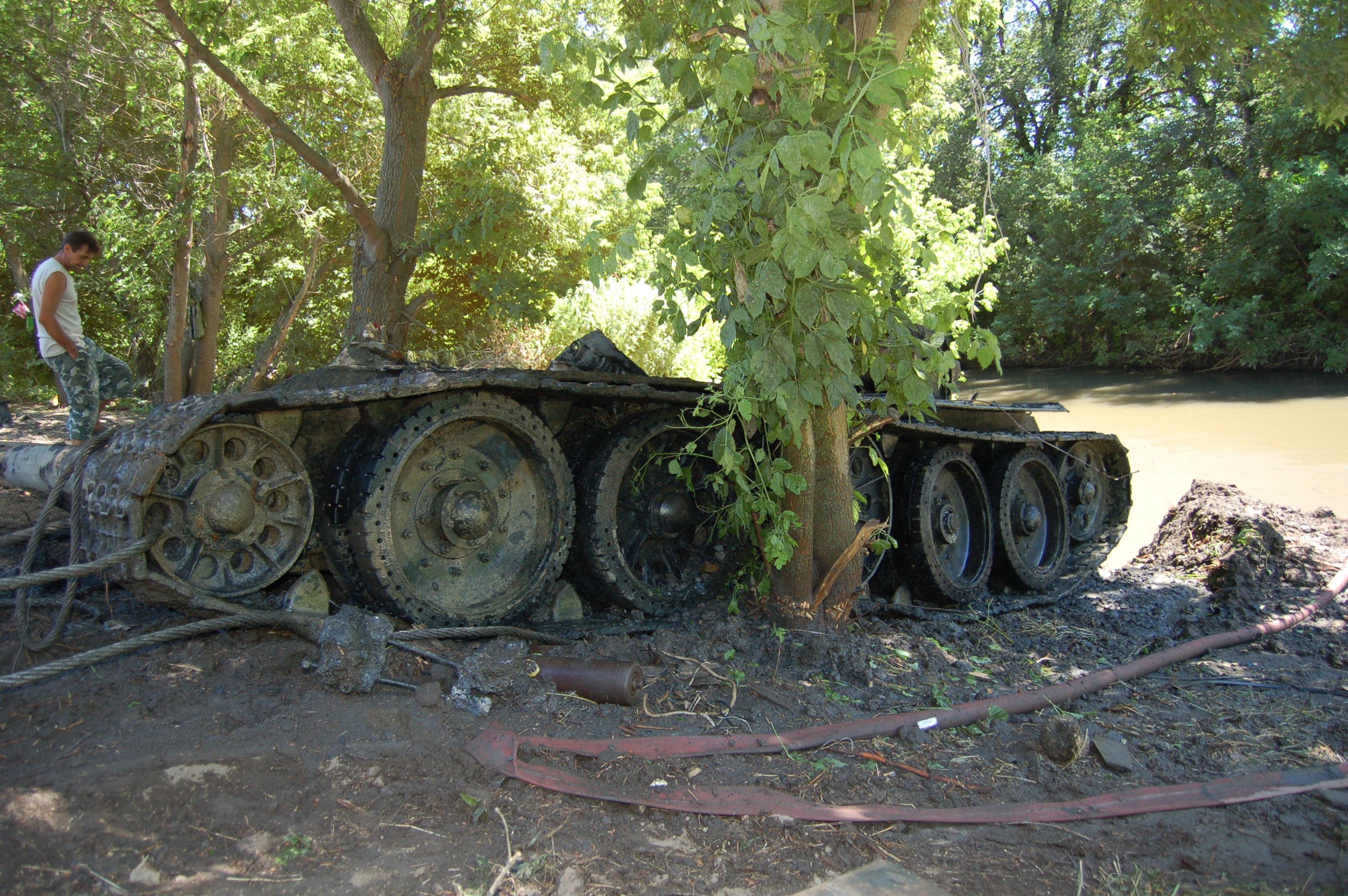 11 найденный  Советский танк Т-34 Поисковое Объединение Миус Фронт