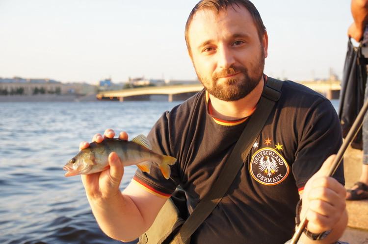 Изображение 1 : Street fishing в Санкт-Петербурге.