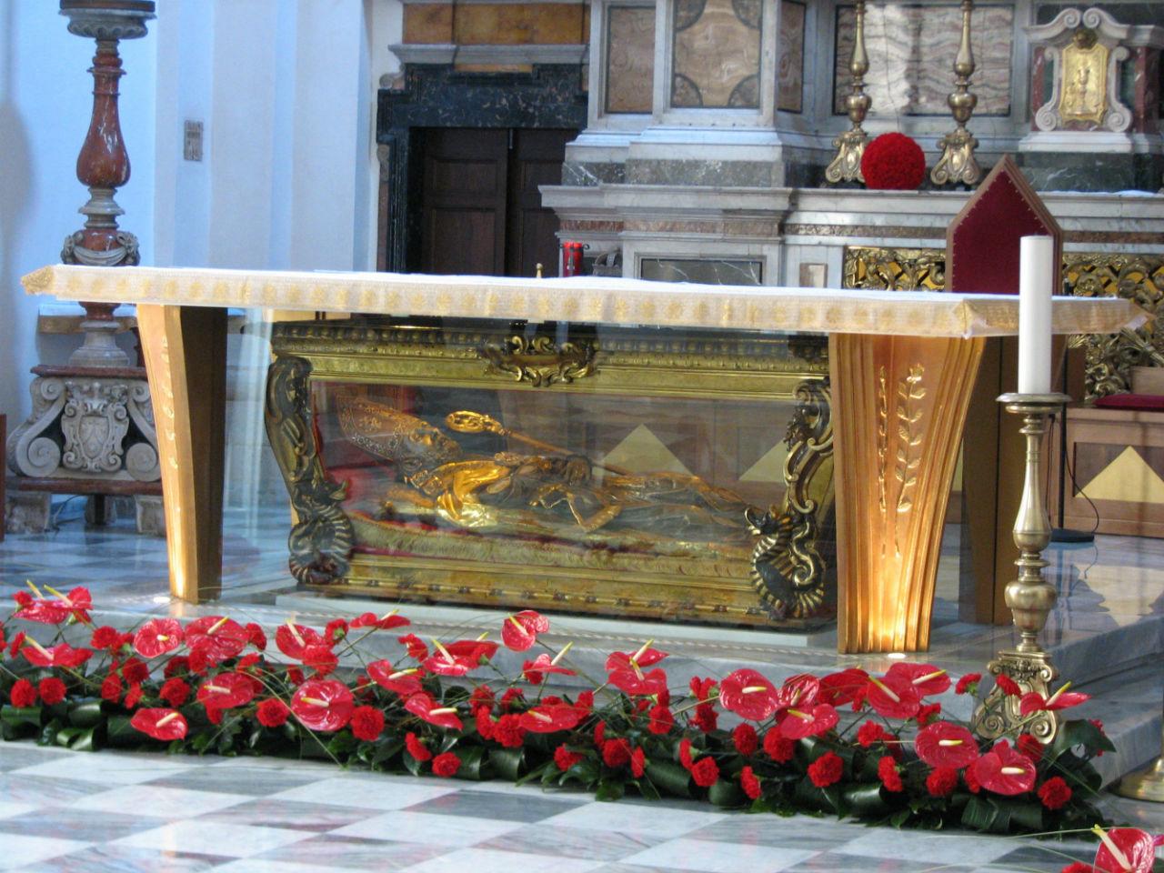 6-Мощи святого Валентина в базилике в итальянском городе Терни.jpg