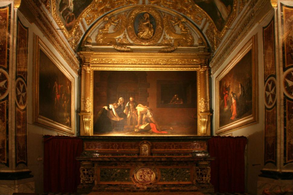 Живопись_Караваджо_Усекновение-главы-Иоанна-Предтечи-1608_Вид-в-Церкви.jpg