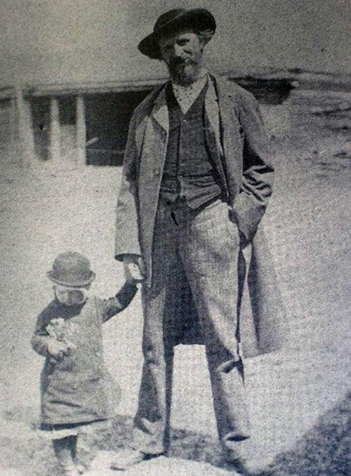Отец-и-сын-Мясоедовы.jpg
