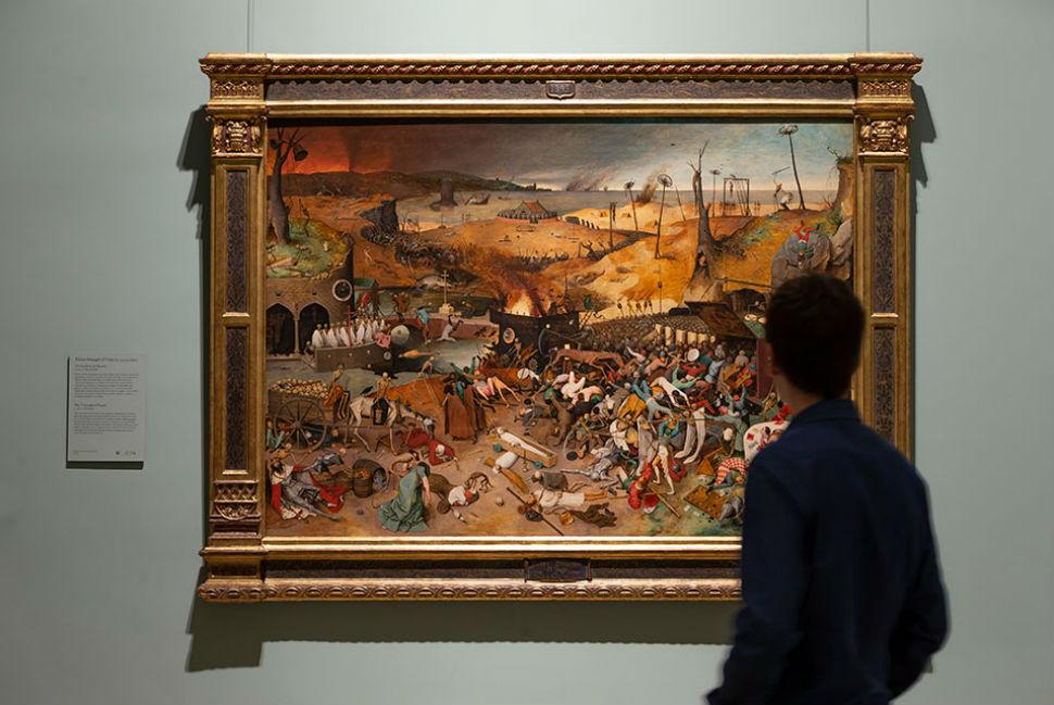 1-Питер Брейгель Старший - Триумф смерти - 1563 на стене музея.jpg