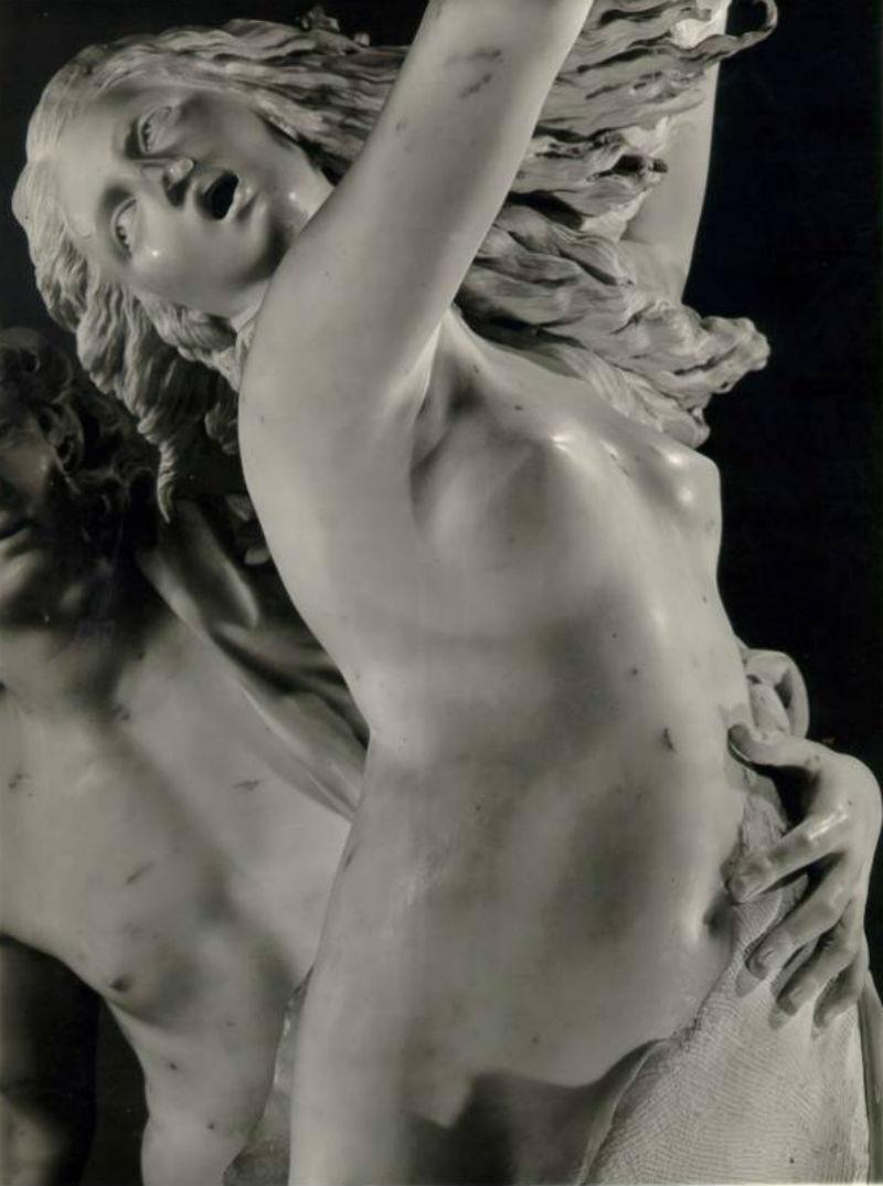12-Скульптура_Джан-Лоренцо-Бернини_Аполлон-и-Дафна-1622–25_02.jpg