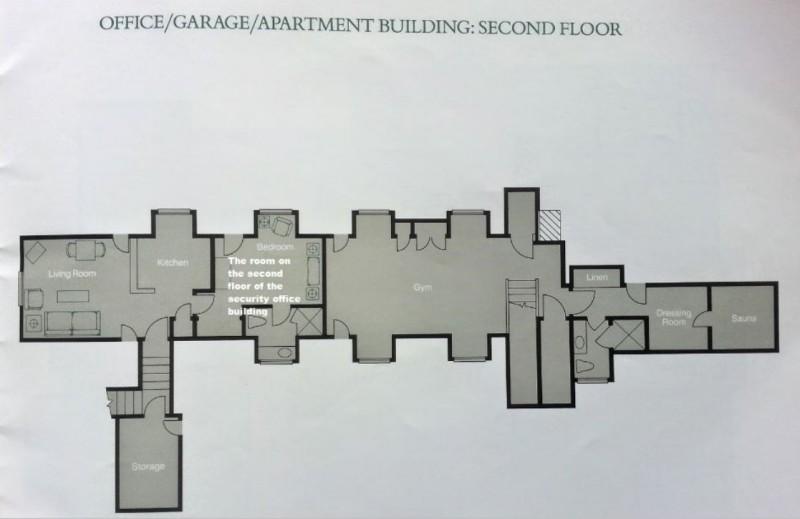 Ярко-белая надпись отмечает комнату на втором этаже здания охраны, где производился досмотр и фотографирование.