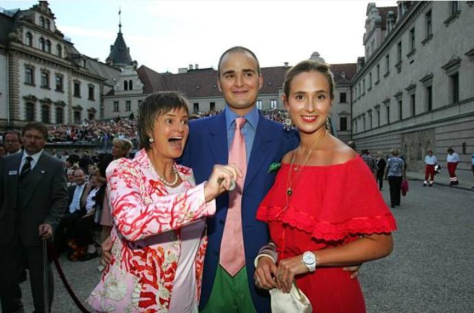 Альберт, Элизабет и их мать Глория
