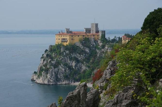 """Замок """"Дуино"""", в Триесте, Италия."""