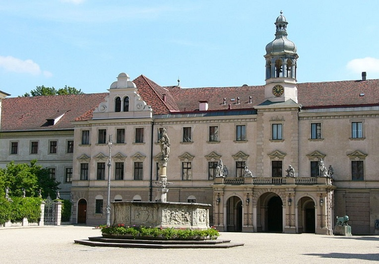 "Резиденция Турн-унд-Таксисов ""Санкт-Эммерам» в Регенсбурге (Бавария)"