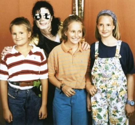 Майкл с принцем Альбертом, принцессой Марией Терезией и Элизабет, детьми Иоганнеса и Глории фон Турн унд Таксис. (Мюнхен, 27 июня 1992 г.)