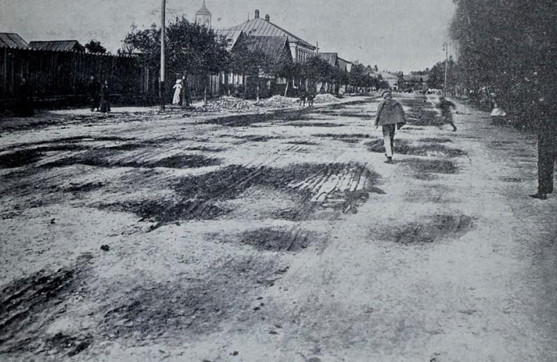 Обычная уличная мостовая в г. Торжке в 1911 году. А по пути были еще и села)))