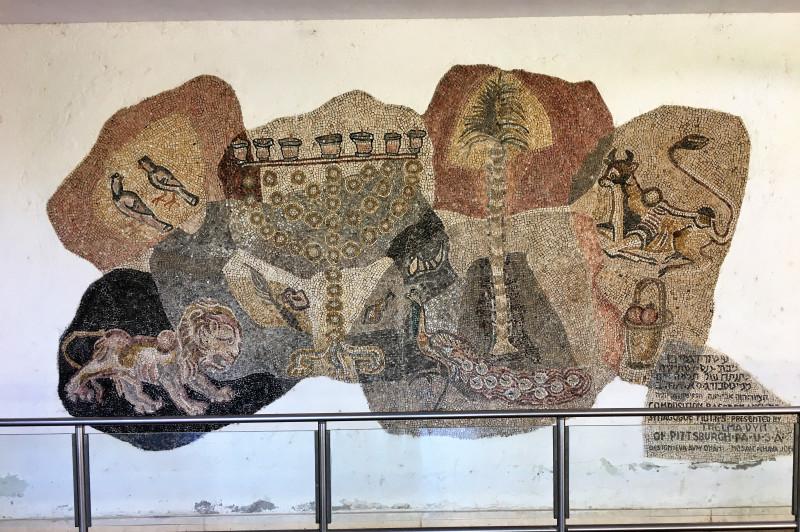 Стилизация древних еврейских мозаик. Многие у нас используют этот прием.