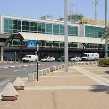 При этом, новый, прекрасный Терминал №3 он не принял. А я считаю его одним из самых красивых и удобных аэропортов в мире.