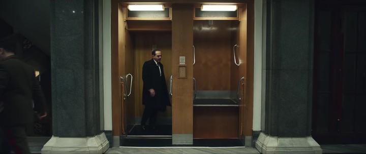 Беспрерывный лифт находится в Москве, в каком-то министерстве. Папа водил меня подростком показать эту диковинку.
