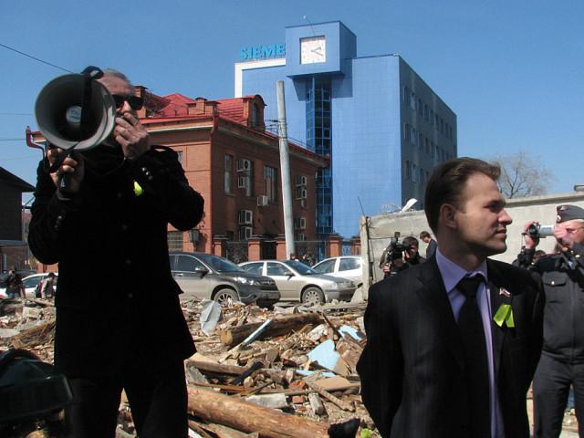 Максим Петлин и Владимир Шахрина на поминках особняка горного инженера Ярутина у небоскреба Антей