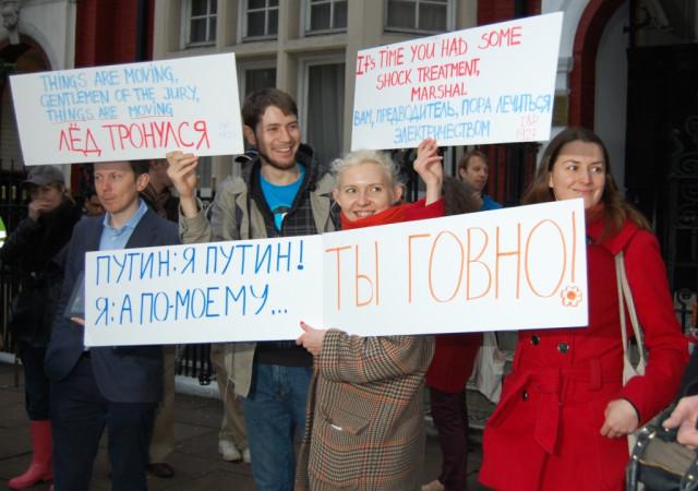 """Акция в Лондоне """"Путлер капут!"""" против массовых арестов и облав"""