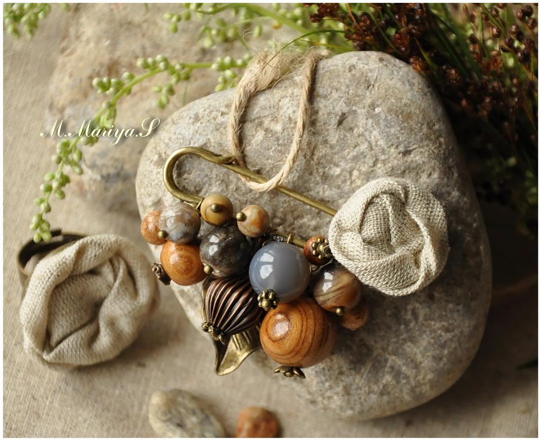 И различных бусинок из натурального дерева, камня, металла.  Абрикос, миндаль, можжевельник, слива, агат.