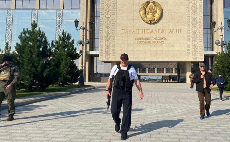 Балаган вокруг Навального