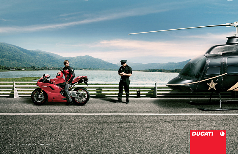 Фото брюнеток на мотоциклах