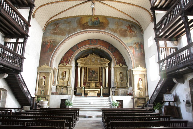 Sare Cathedral interior
