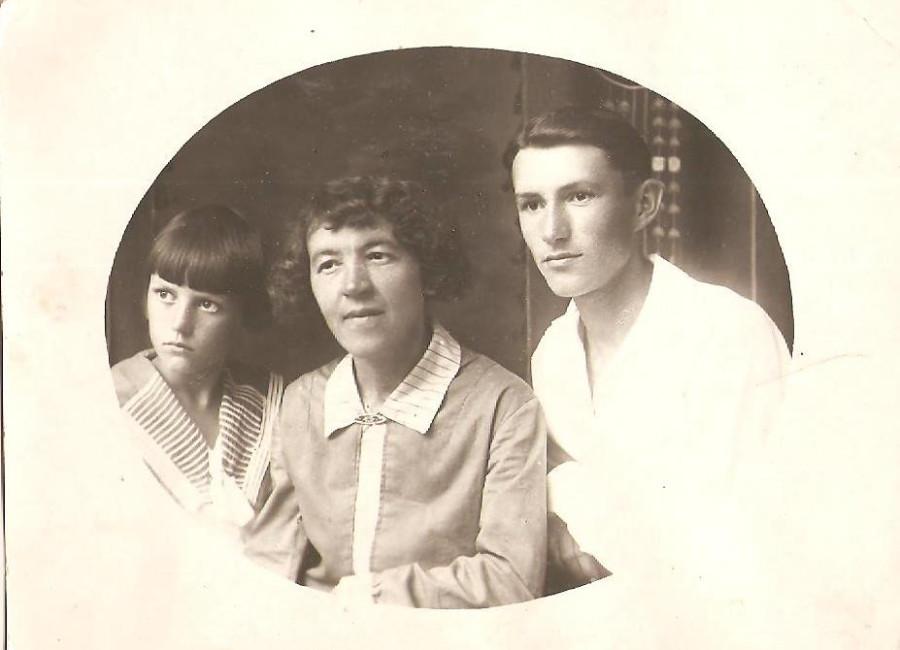 Deda.Igor.I.Tetya.Nonna.S.Materiu