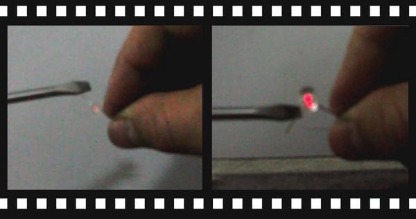 Разряд конденсатора сделанного из отвертки