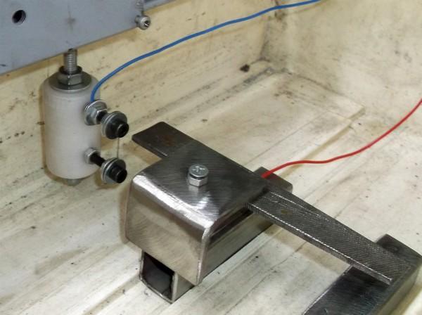 Заготовка и инструмент в машине для электрохимической резки