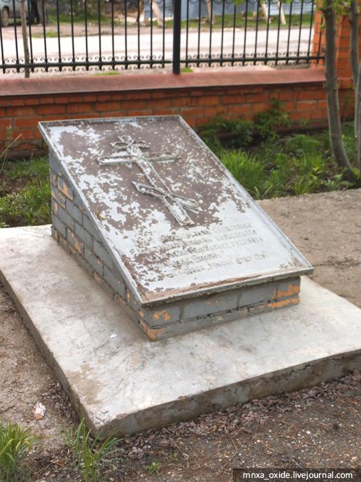 надгробие1