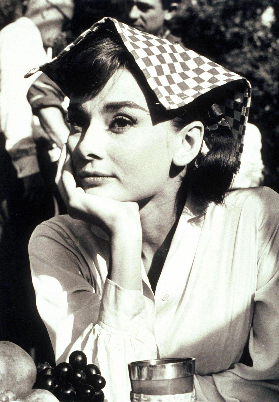 Audrey-Hepburn-audrey-hepburn-21766918-1585-2284