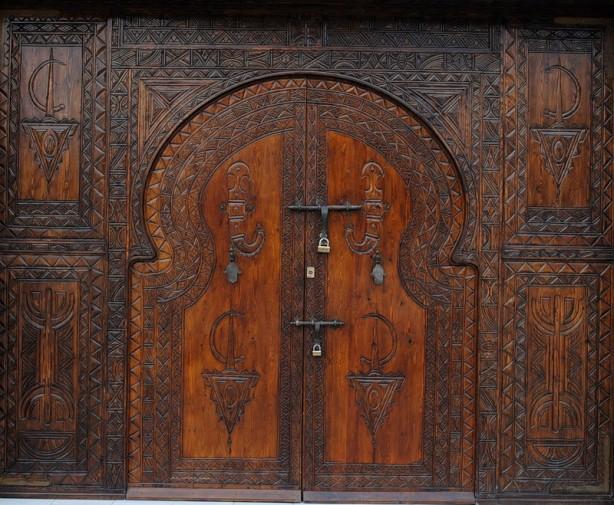 Двери-с-резьбой-614x505