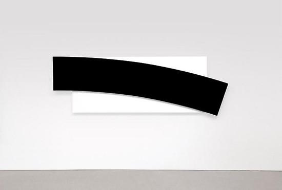 Ellsworth-Kelly-Black-Curve-Diagonal-min