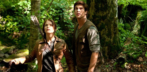 jennifer-lawrence-and-liam-hemsworth-in-the-hunger-games