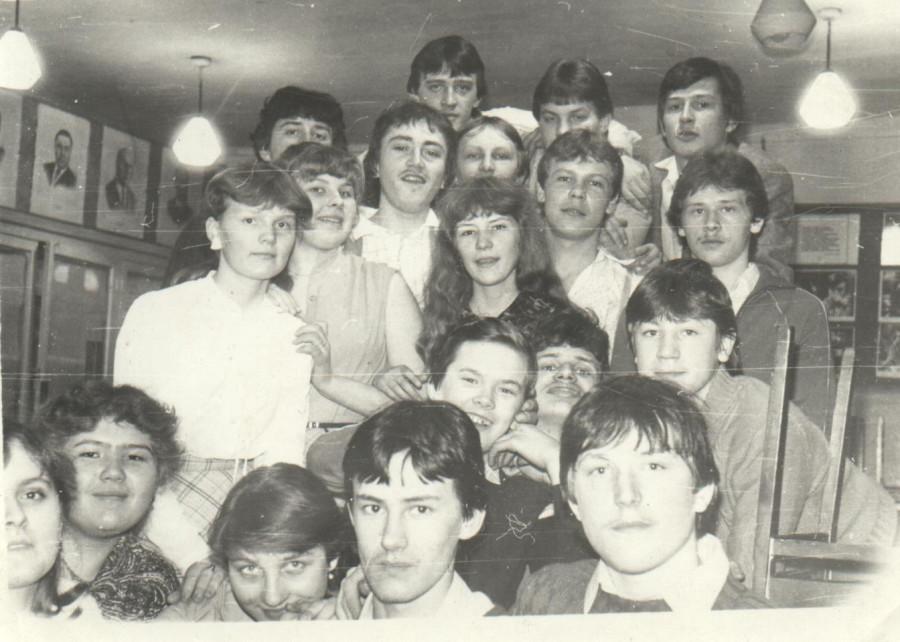 Возле каб 8 в школе 1984 г