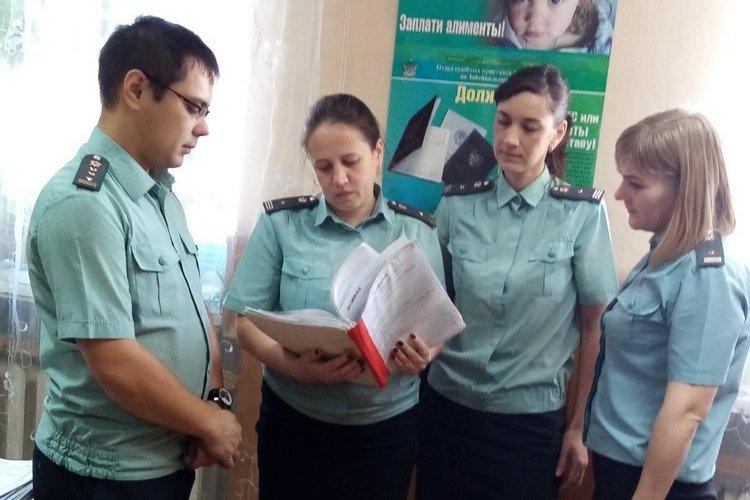 Ю.А.Батарлыкова вторая слева. Фото с официального сайта УФССП по Забайкальскому краю