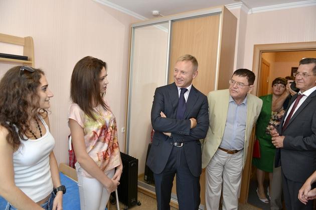 Студенты рассказали Министру о процессе обучения и условиях проживания в университете