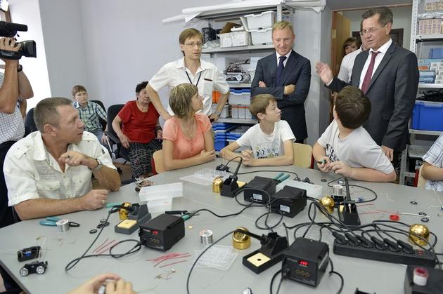 В региональном школьном технопарке юные изобретатели показали Дмитрию Ливанову свои работы