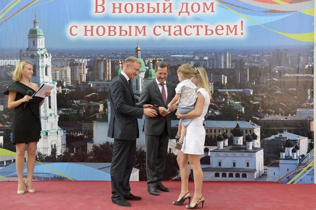 Участие в торжественной церемонии вручения ключей от новых квартир детям-сиротам