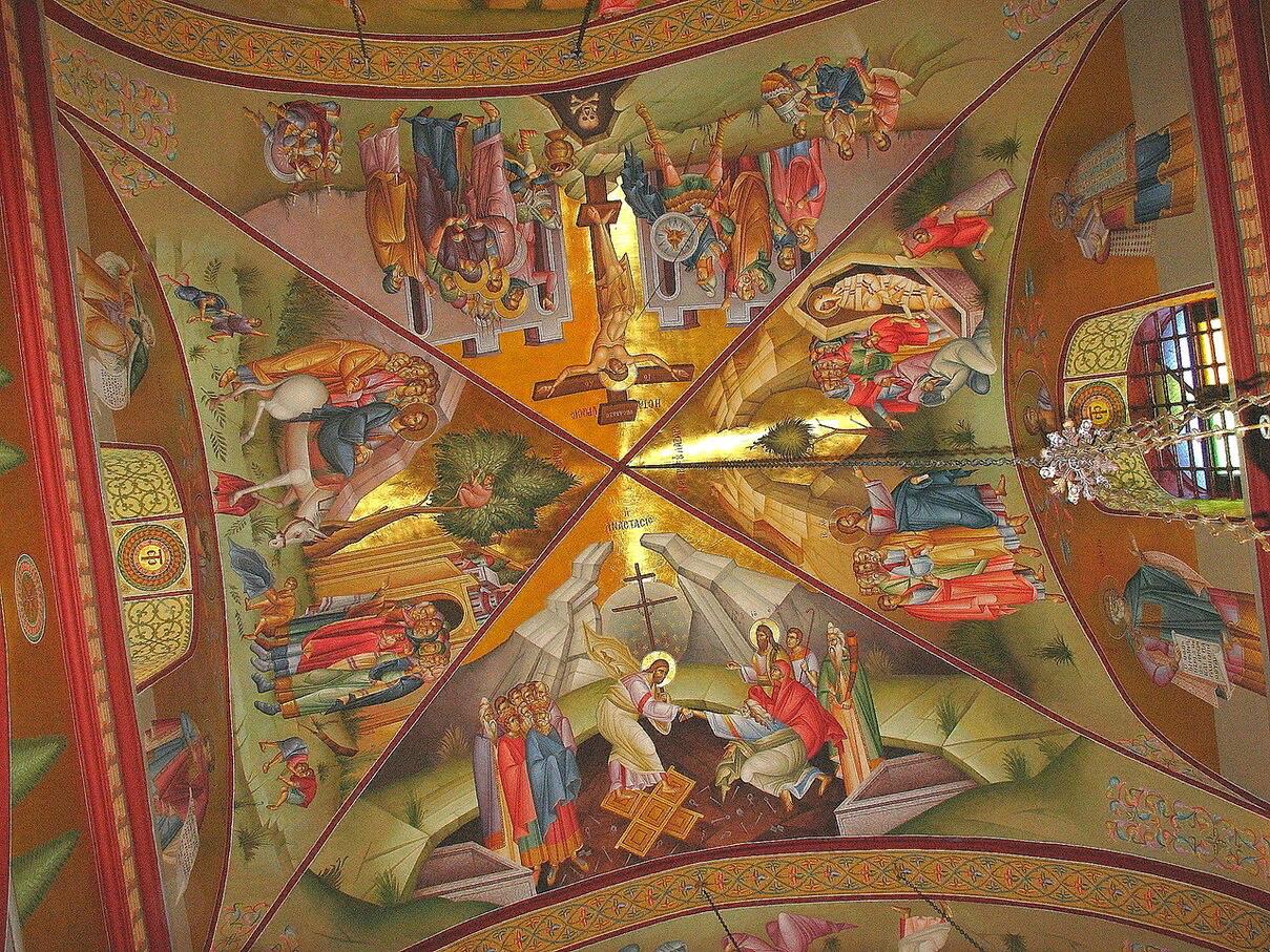 Интерьер церкви Преображения на горе Фавор.