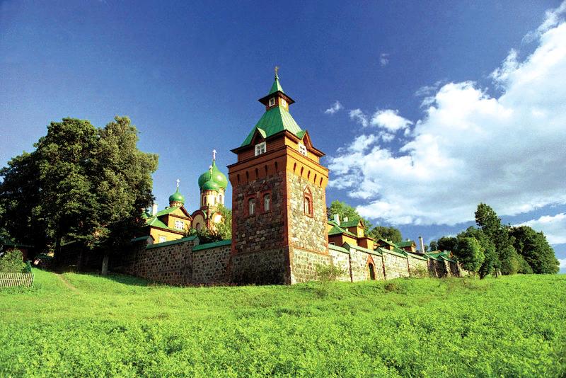 Вид на Пюхтицкий монастырь