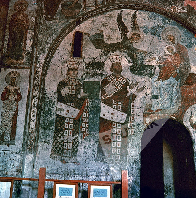 Фреска, изображающая царицу Тамару и ее отца царя Георгия III, в пещерном монастыре Вардзия