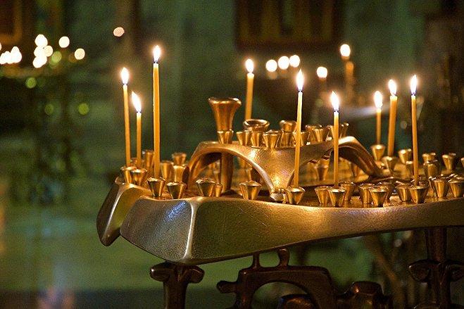 Свечи у икон в храме Светицховели во Мцхета