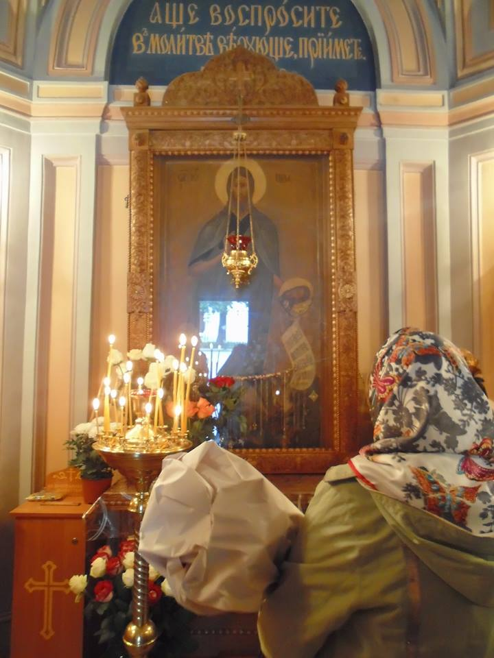 В часовне монастыря - чтимый список с чудотворной иконы (с обручем и частицей мощей)