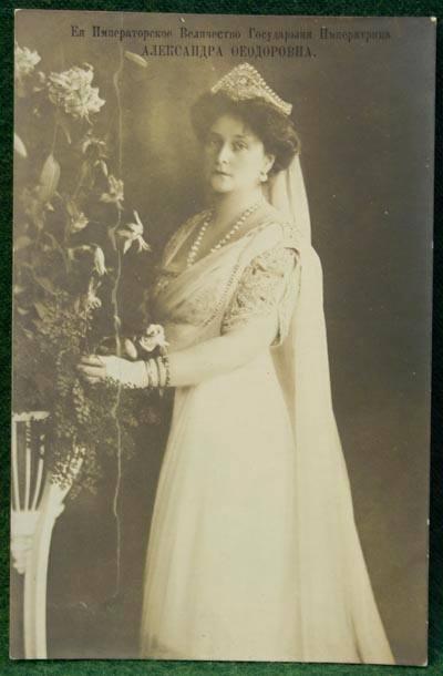 В 1906 г. Николай II записал: «В новой комнате Аликc была наша собственная елка с массой прекрасных взаимных подарков».