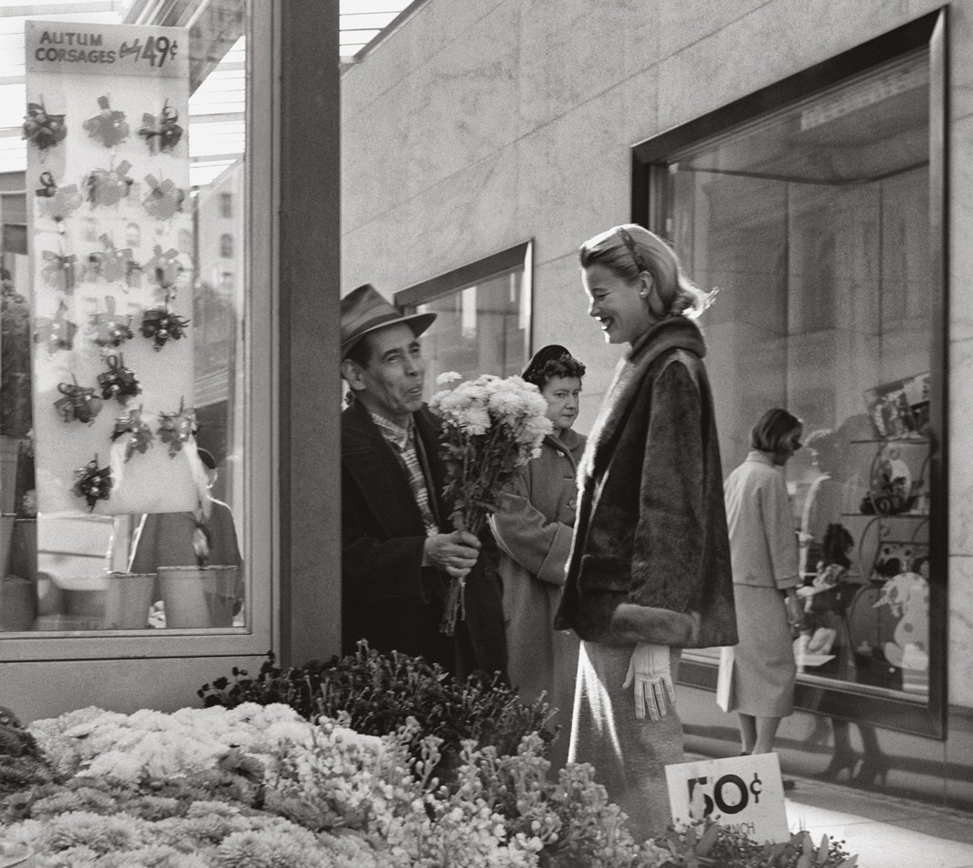 Union-Square-flower-stand-in-front-of-the-posh-store-I.-Magnin