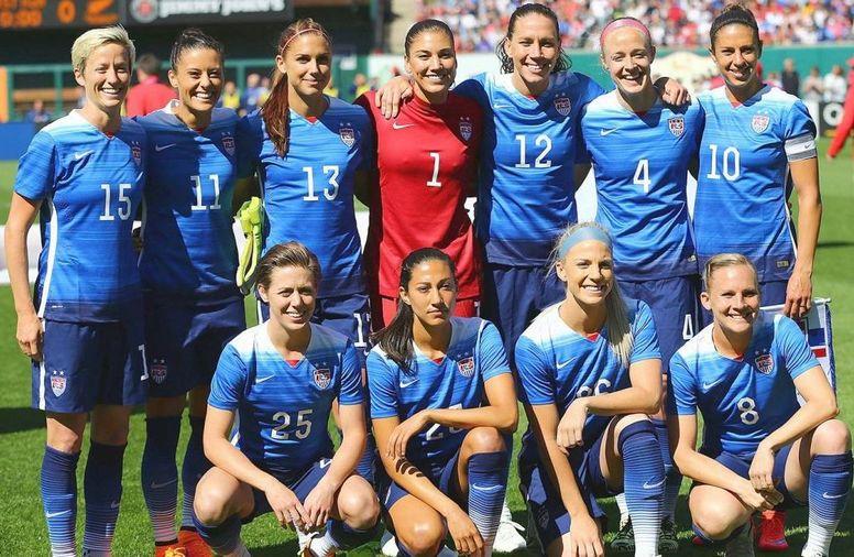 Критика американской женской сборной по футболу, которая выиграла чемпионат мира.